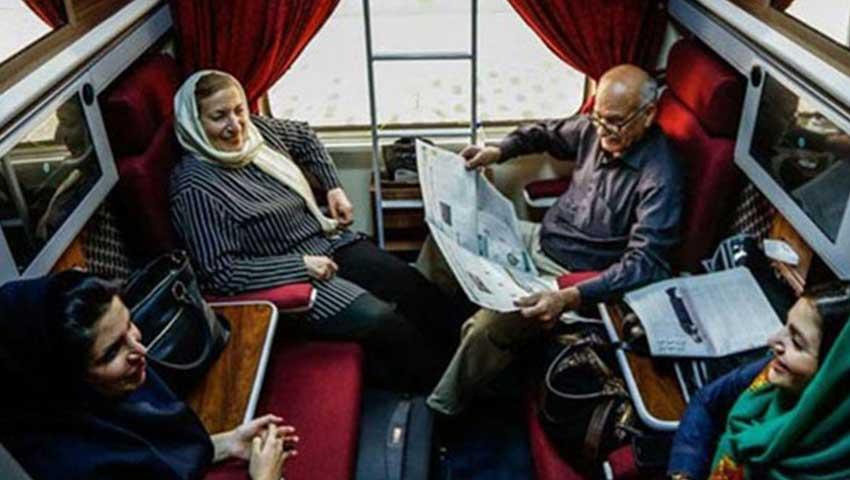 مسافران قطار زندگی در کوپه در حال گفتگو هستند