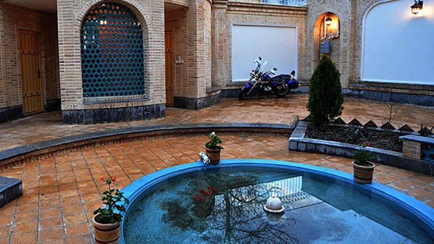 عکس حیاط خانه رجایی