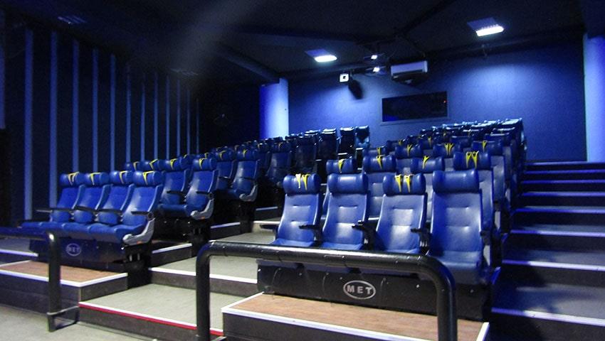 سینما 5 بعدی محتمع تجاری الماس شرق مشهد