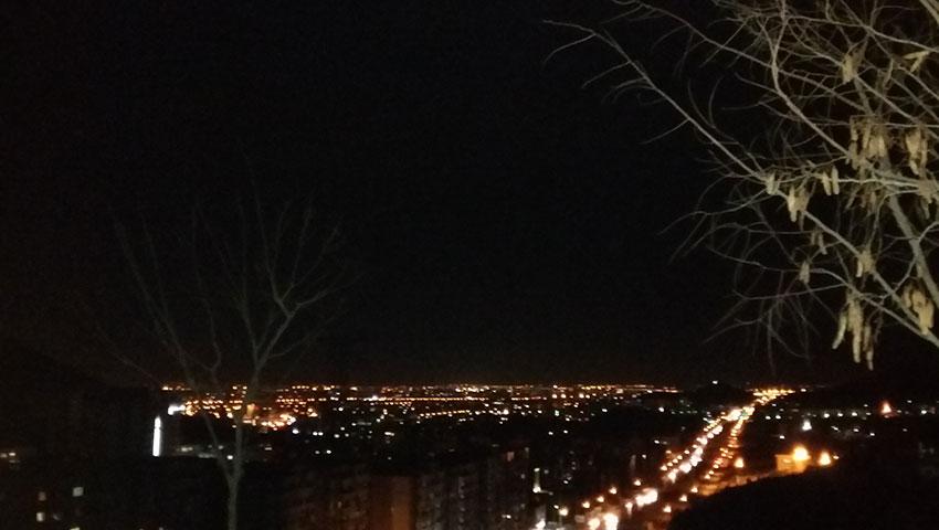 بام مشهد در شب