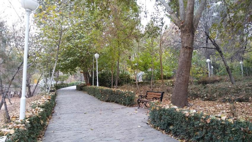 پیاده رو های سبز پارک وکیل آباد مشهد
