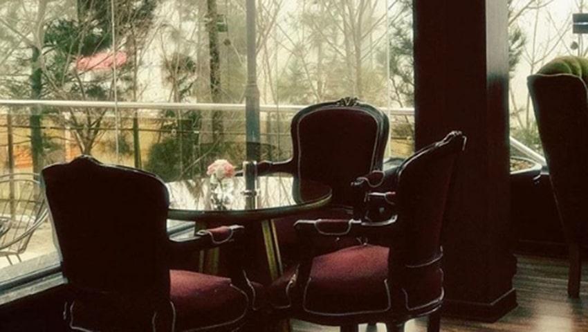 فضای مناسب کافه لئون مشهد