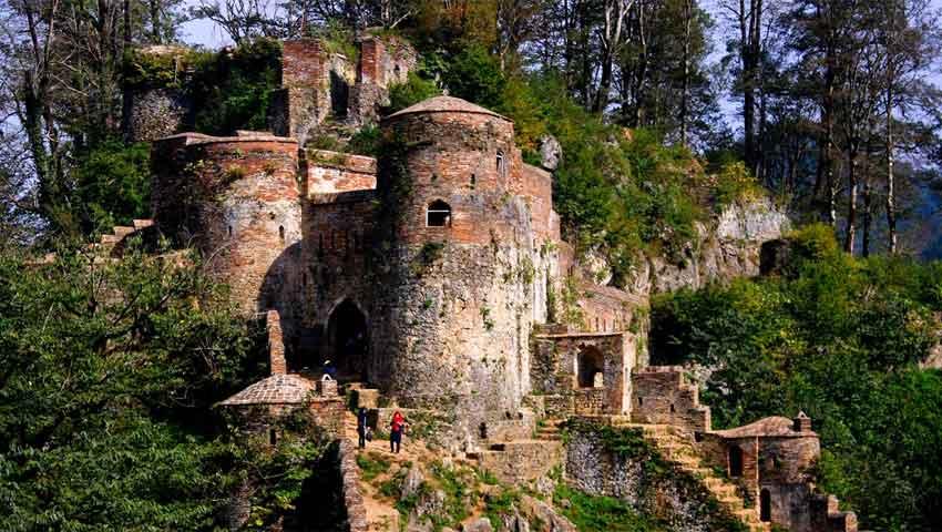 تپه قلعه خان یکی از معروف ترین جاذبه های گردشگری