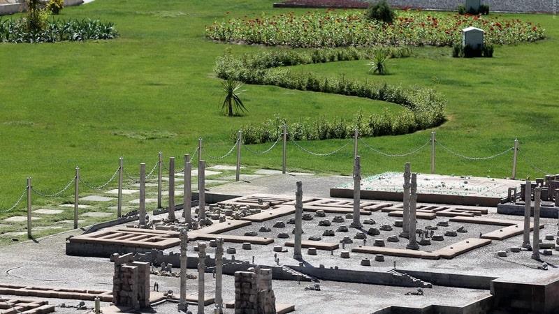 تخت جمشید در پارک مینیاتور مشهد