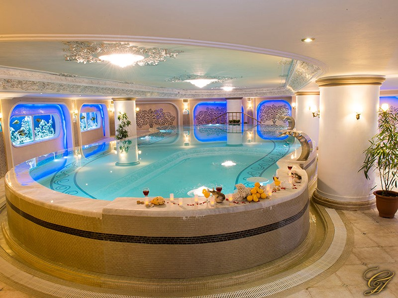 امکانات رفاهی سونا و جکوزی هتل قصر طلایی مشهد
