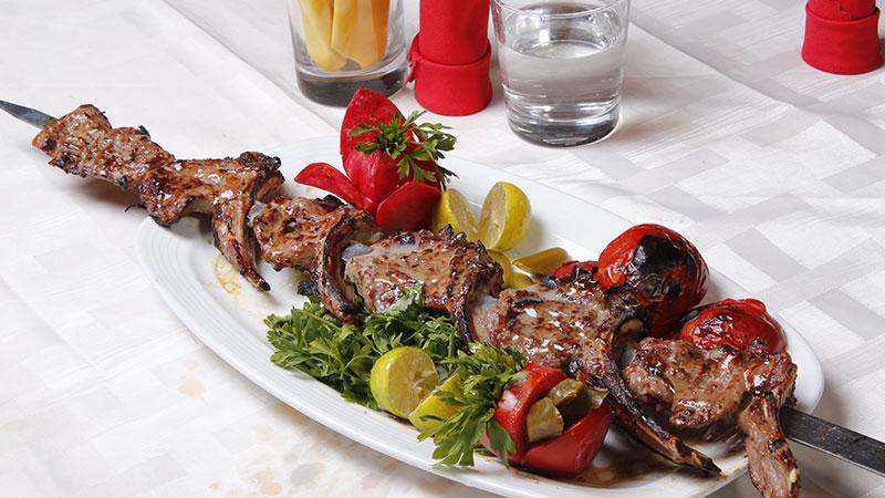 شیشلیک در رستوران سید طرقبه