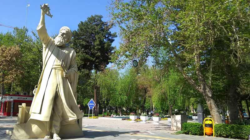 مجسمه خواجه نصیر در باغ ملی