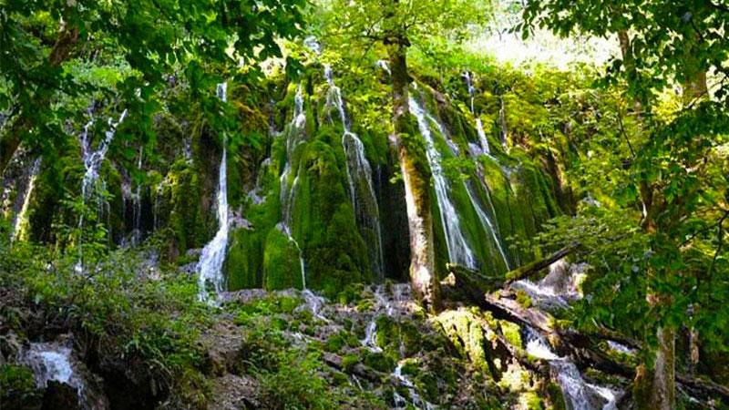 آبشار ارزنه، یکی از آثار طبیعی در مشهد