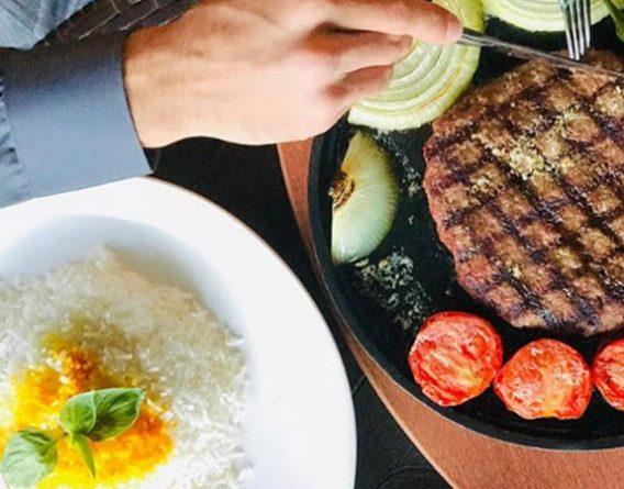 منوی غذای متنوع در کافه رستوران momento